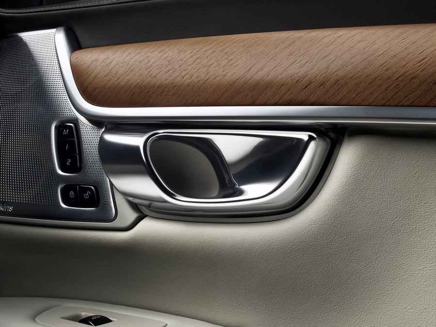 Hình 06 - Nội thất xe Volvo S90