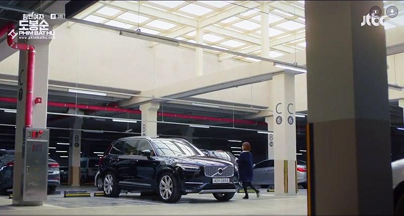 Hình 01 - Xe Volvo XC90 trong phim Cô Gái Mạnh Mẽ