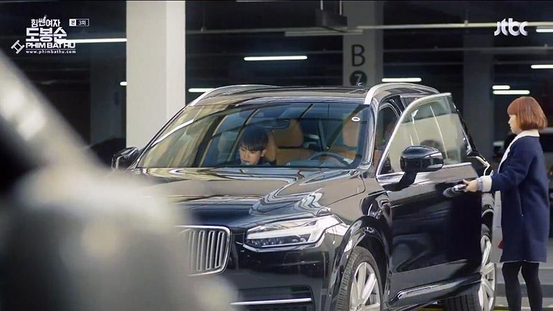 Hình 04 - Xe Volvo XC90 trong phim Cô Gái Mạnh Mẽ