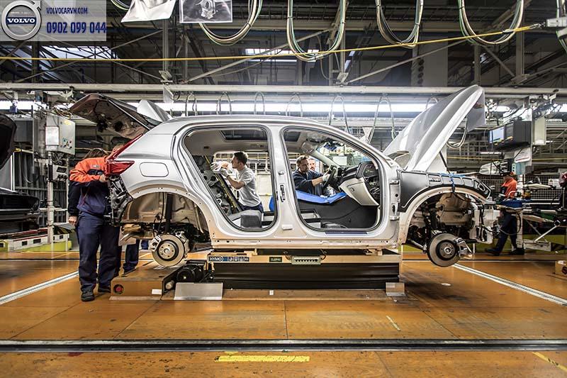 hình 01 - Giá xe Volvo XC40 2018