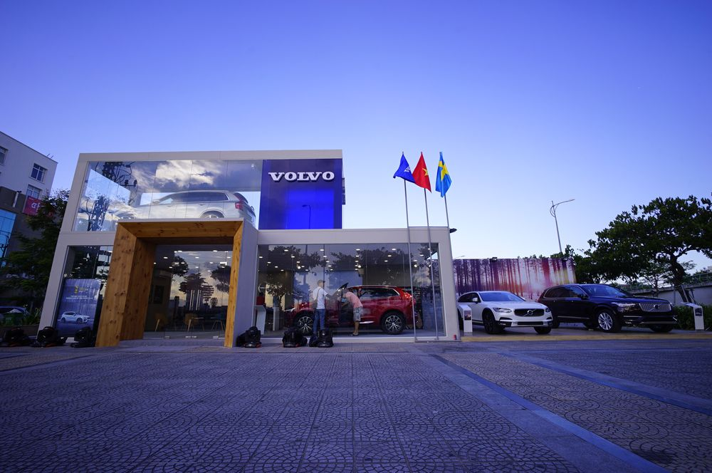 Hình 02 - Volvo đà nẵng mobile showroom